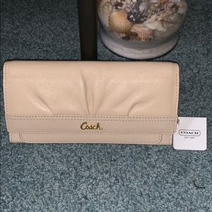 NWT Coach SOH Pleated Leather Envelope Wallet
